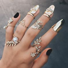 acses: deluhsion: coconuty: Boho blog.Come and chat! d e l u h s i o n ± Always wanted the nail things!