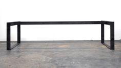 Pieds de table en acier brut —Steel table.