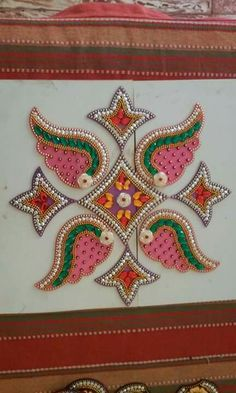 Kundan rangoli New Rangoli Designs, Rangoli Ideas, Hobbies And Crafts, Crafts To Make, Acrylic Rangoli, Saree Painting, Rangoli Colours, Baby Krishna, Diwali Craft