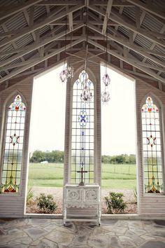 Gruene Estate Open Air Chapel | Photo by: J. Violet Photography via Swooned Magazine #chapel #weddingvenue #Texaswedding