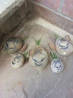 DIY rock trolls from Frozen. Great to hide in the garden for parties! Stick some…