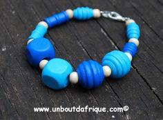Bracelet en bois bleu turquoise