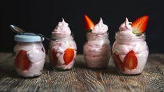 Jahodový dezert do skleničky: bílková jahodová pěna bez pečení Dessert Recipes, Desserts, Cold Brew, Sweet Recipes, Sushi, Jar, Treats, Dishes, Health