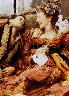 Joseph Fiennes & Cate Blanchett in 'Elizabeth' (1998).