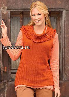 Para señoras llenas. La camiseta sin mangas de color naranja con el collar con diseño. El hacer punto para las mujeres obesas