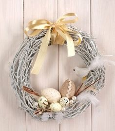 Easter Flower Decorations & Centerpieces that'll spreads the festive charm in the most beautiful way - Hike n Dip Easter Table Decorations, Valentine Decorations, Flower Decorations, Christmas Decorations, Easter Wreaths, Holiday Wreaths, Easter Crafts, Diy And Crafts, Handmade