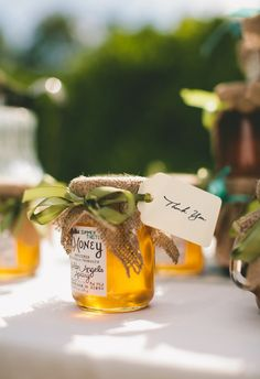These delicious edible wedding favors are the perfect gift for your fall wedding. You can also customize your edible fall wedding favors with free printable stickers. Budget Wedding Favours, Honey Wedding Favors, Edible Wedding Favors, Wedding Gifts For Guests, Unique Wedding Favors, Wedding Party Favors, Rustic Wedding, Wedding Ideas, Sunflower Wedding Favors