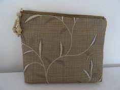 grande pochette fourre tout en soie brodée : Trousses par les-tiroirs-de-manine