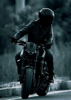 The Effective Pictures We Offer You About Motorcycle wallpaper A quality picture can tell you many t Motorcycle Photography, Photography Poses For Men, Dark Photography, Biker Boys, Biker Girl, Biker Photoshoot, Futuristic Motorcycle, Motorcycle Fashion, Classic Motorcycle