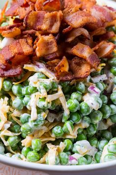 Creamy Pea Salad is a great potluck and bbq side for pea lovers. With just a few ingredients and a few minutes of time, a bag of frozen peas gets turned into a super flavorful vegetable side. Pea Salad, Soup And Salad, Southern Salad, Southern Meals, Bacon Fried Cabbage, Creamy Peas, Picnic Foods, Picnic Recipes, Vegetable Sides