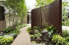 写真ギャラリー|建築事例|注文住宅|ダイワハウス Back Garden Landscaping, Front Garden Landscape, Landscape Elements, Landscape Architecture, Modern Backyard, Fence Gate, Back Gardens, Outdoor Rooms, Water Features
