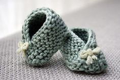 newborn wrap booties- adorable! (and super quick and easy to knit!) Add a button or tie to keep on wiggly feet