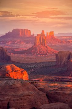 These incredible USA bucket destinations are unmissable! Add them to your bucket list and get out there and see them for yourself. #USAbucketlist #bucketlist #Monumentvalley | bucket list | usa bucket list challenge | travel bucket list | National Parks | USA travel | adventure bucket list | hiking |