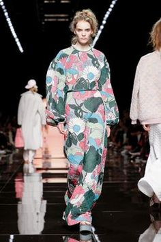 Fendi Ready To Wear Spring Summer 2020 Milan Live Fashion, Fashion Show, Editorial Fashion, Runway Fashion, Fendi, Milan, Ready To Wear, Fashion Photography, Kimono Top