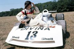 Divina Galica (Shellsport/Whiting) Surtees TS19 - Ford