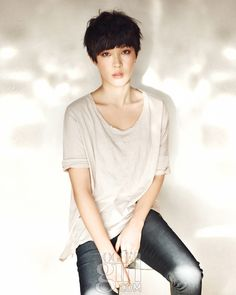 plain tees and boy haircuts - vogue girl korea Very Short Pixie Cuts, Short Hair Cuts, Short Hair Styles, Little Girl Hairstyles, Pixie Hairstyles, Trendy Hairstyles, Hairstyles 2016, Girl Korea, Short Bangs