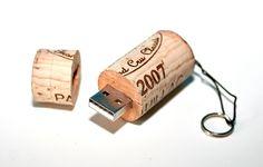 Weinkorken+mit+integriertem+USB-Stick+von+Le-Artisan+-+ausgefallenes+Produktdesign+für+den+alltäglichen+Gebrauch+auf+DaWanda.com