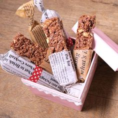 Dessert Boxes, Simple Gifts, Protein Bars, Yummy Cakes, Soul Food, Food Photography, Bakery, Deserts, Food And Drink