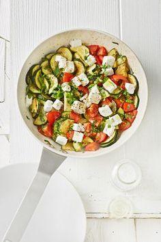 Tomaten-Zucchini-Pfanne mit Feta, ein schönes Rezept aus der Kategorie Schmoren. Bewertungen: 223. Durchschnitt: Ø 4,5.