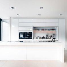 Indiviuell entworfene offene Küche