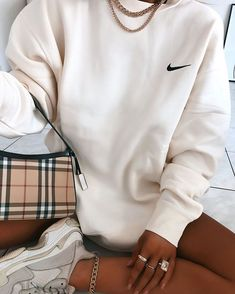 Discover recipes, home ideas, style inspiration and other ideas to try. Retro Outfits, Vintage Outfits, Cute Lazy Outfits, Teenage Outfits, Chill Outfits, Sporty Outfits, Nike Outfits, Stylish Outfits, Summer Outfits