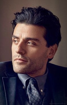 Il materiale di origine: Oscar Isaac photographed by Nathaniel Goldberg for GQ Magazine (January, Oscar Isaac, Daughter Of Smoke And Bone, Pedro Pascal, Famous Men, Camila, Celebrity Crush, Beautiful Men, Beautiful People, Pretty People