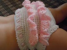 Crochet ruffle bloomers. Free pattern. :)