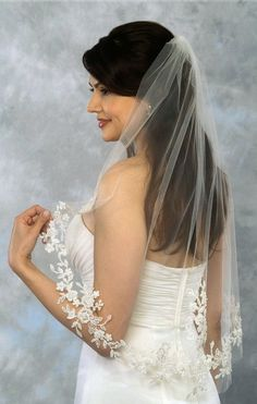 Love the lace on this veil! #wedding #bride