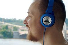 JBL SYNCHROS E40BT   U společnosti JBL jsme se zatím věnovali převážně přenosným reproduktorům, mezi jejím portfoliem, které čítá množství profesionální i osobní audiotechniky,