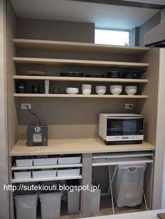 今日はキッチンのWEB内覧会の後編です。 前編はシステムキッチンの周辺をご紹介しました。 その記事はこちら↓↓↓ 【WEB内覧会 キッチン 前編】シンプルで機能的なキッチンを目指して・・・ 今回は背面収納と冷蔵庫置き場などをご紹介していきたい...