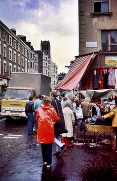Photos of Portobello Road Market in 1977 - Flashbak London History, Tudor History, British History, Ancient History, Vintage London, Old London, West London, Historical Women, Historical Photos