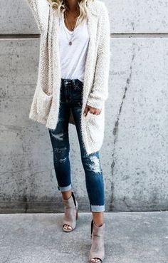 eb4f49dd1ba 36 Super Cheap Ripped Jeans Outfit Ideas for Women. Cute Fall OutfitsFall  Winter ...