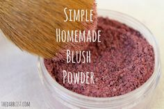 Beauty Duty: Make your own Blush & Mascara by paige - New Ideas Homemade Blush, Homemade Beauty, Diy Beauty, Beauty Tips, Beauty Products, Natural Products, Beauty Stuff, Makeup Products, Mascara
