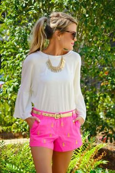 Golden pineapples are perfect for a preppy outfit! Golden pineapples are perfect for a preppy outfit! Adrette Outfits, Moda Outfits, Fashion Outfits, Fashion Trends, Preppy Fashion, Southern Fashion, Fashion Top, Cute Shorts Outfits, Themed Outfits