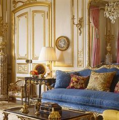 Classical French Interior Design by Brian J.McCarthy Photography by Fritz von… Luxury Homes Interior, Luxury Home Decor, Home Interior Design, Interior Architecture, Elegant Home Decor, Elegant Homes, Classic Living Room, Classic Interior, French Decor