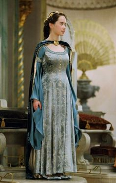 Always loved the dresses in Narnia. Why can't we were them today? I would so wear it..i dont like dresses, but THIS I WOULD SO WEAR!!!