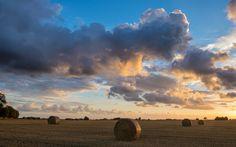 Hay Rolls at Sunset | da Infomastern