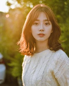 Pin by huynhhieuku Le on Axinhcom in 2019 Uzzlang Girl, Girl Face, Cut My Hair, Hair Cuts, Middle Hair, Korean Short Hair, Shot Hair Styles, My Hairstyle, Redhead Hairstyles