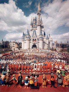 Here you will find a collection of photographs, videos, and other random things related to Vintage Disney Parks! We try to have everything sourced, so please leave it that way! Disney Vintage, Retro Disney, Vintage Disneyland, Old Disney, Disney Love, Punk Disney, Vintage Mickey, Disney Stuff, Disney Parks