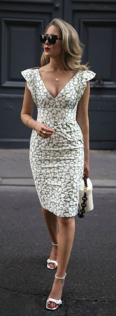 light green and white floral print jaquard v neck midi dress with ruffled sleeves, white open toe low heel sandals, white box bag with black straps {ML Monique Lhuillier, Mark Cross Nyc Fashion, Trendy Fashion, Womens Fashion, Fashion Design, Fashion Heels, Style Fashion, Spring Fashion, Fashion 2018, Classic Fashion