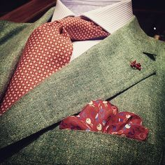Summer colours Jacket by #isaia, shirt by #finamore, tie by #petronius and pochet by #fefe. #worldofoger #satorial #sprezzatura #napoli #blueeyeslooks #dandy #giapponese #moltogiapponese #japonese #menswear #mensfashion #luxury