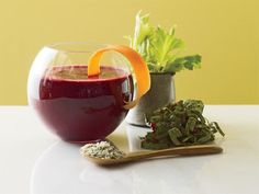 ½ c chilled unsweetened brewed green tea ¾ c chopped cooked beets ½ c frozen or fresh chopped kale 2 oranges, cut into segments