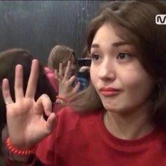 Funny Fails Pics Girls 40 Ideas For 2019 Funny Memes About Girls, Funny Kpop Memes, Funny Fails, Dankest Memes, Jeon Somi, K Pop, Fandom Kpop, Reaction Face, Meme Faces