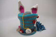 Crochet Top Patterns Alice in Wonderland Crochet Top Hat Gallery - The Crochet Crowd had a contest for the best Alice in Wonderland Crochet Hat. Nearly 350 hats were received. These are most of the entries. Crochet Crowd, Crochet Cap, Crochet Beanie, Love Crochet, Crochet Scarves, Crochet Dresses, Easy Crochet, Crochet Crafts, Yarn Crafts