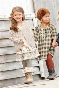 This site has really cute girl clothes! (Este sitio cuenta con ropa de niña muy linda!)