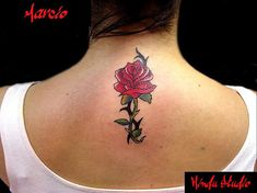#tatuagem de flor no pescoco