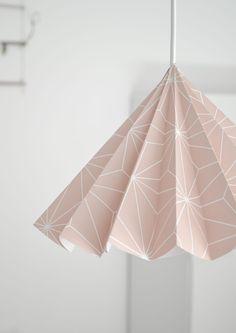 a beautiful paper Lampshade DIY Origami Lampshade, Fabric Lampshade, Diy Tapete, Diy Luminaire, Lampshade Designs, Diy Wallpaper, Make Design, Lamp Shades, Creations