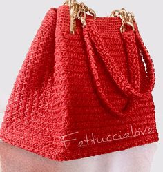 Rosso!!! #handmadebags #borse #hechoamano #handmade #bolsa #uncinetto #uncinettocreazione #fettuccia #fettuccialove #love