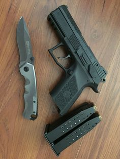 RAE Magazine Speedloaders will save you! Shooting Guns, Shooting Range, Cz P07, Edc Tactical, Tactical Survival, Zombie Guns, Ar Rifle, Edc Everyday Carry, Firearms