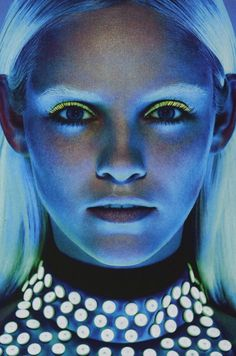 neon | ultraviolet light | portrait | blue | glow | www.republicofyou.com.au